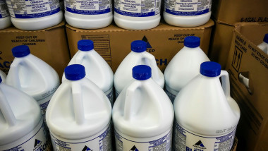 Gallon jugs of bleach in a store in New York on Monday, March 30, 2020. (© Richard B. Levine)