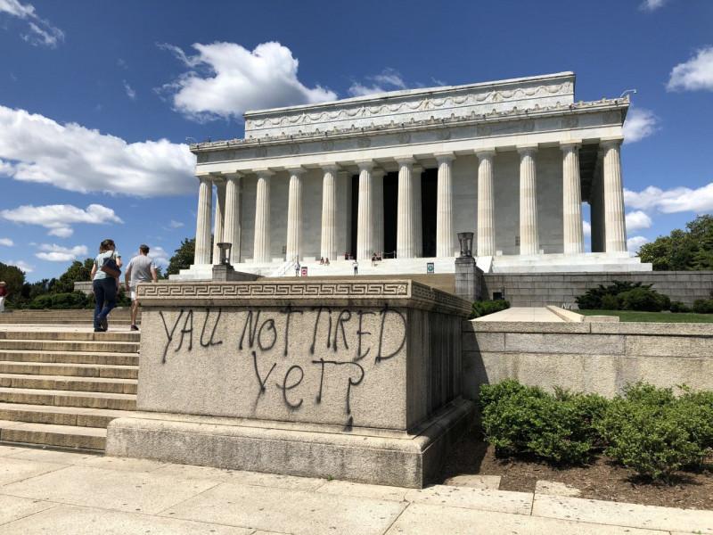 Lincoln memorial graffiti 1