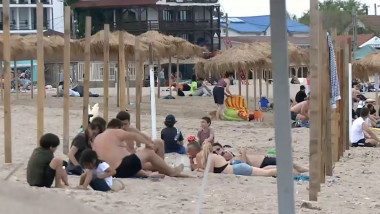 vama-veche-oameni-plaja-30-mai-pandemie-coronavirus