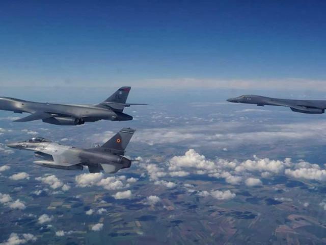 """Bombardierele americane B-1B care s-au antrenat și cu avioanele românești au exersat """"decapitarea"""" flotei ruse din Marea Neagră"""