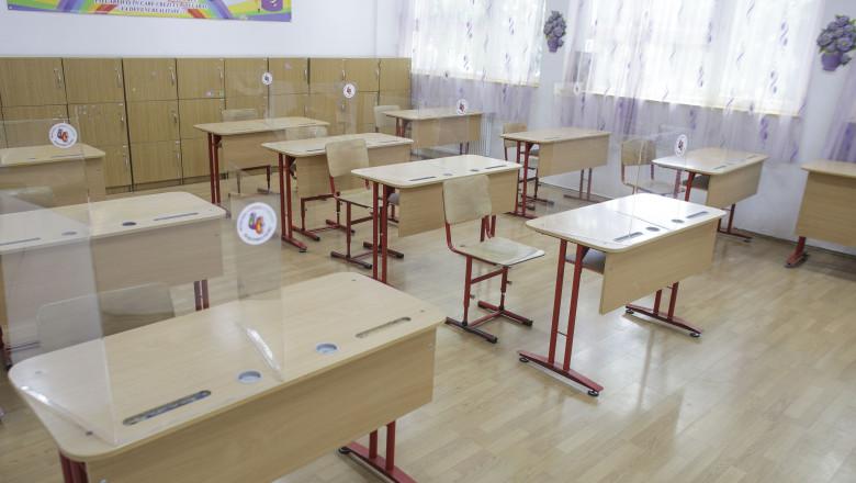 clasa scoala banci ID138067_INQUAM_Photos_Octav_Ganea