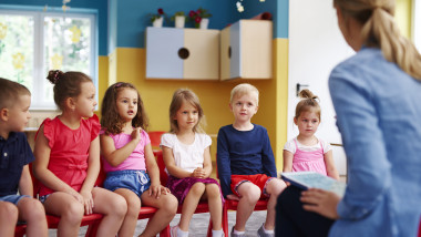 Un grup de copii la gradinita
