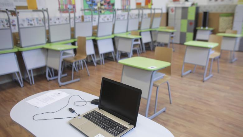 scoala clasa banciID138652_INQUAM_Photos_Octav_Ganea