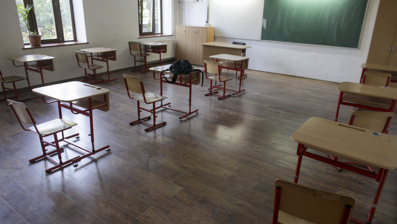 scoala clasa banci ID138679_INQUAM_Photos_Octav_Ganea