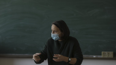 cum se adapteaza profesorii la pandemie