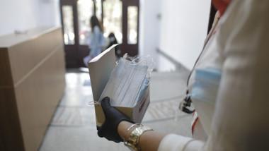 Zece elevi de la o scoala din Bucuresti au fost infectati cu coronavirus
