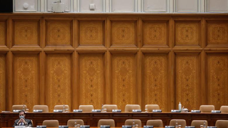 orban singur in parlament_INQUAM_Photos_George_Calin