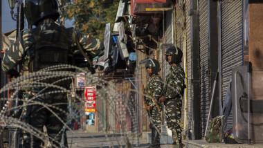 Soldați indieni în Kashmir
