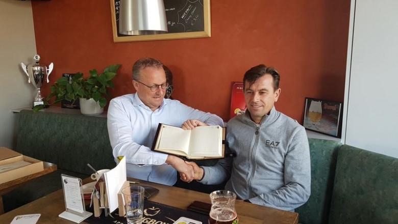 Bart Coopman, fostul primar din Zemst împreună cu fostul său partener din Spermezeu