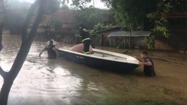 Inundatii masive in sud-vestul tarii.