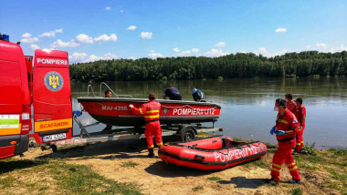 isu pompieri lac barca pneumatica smurd