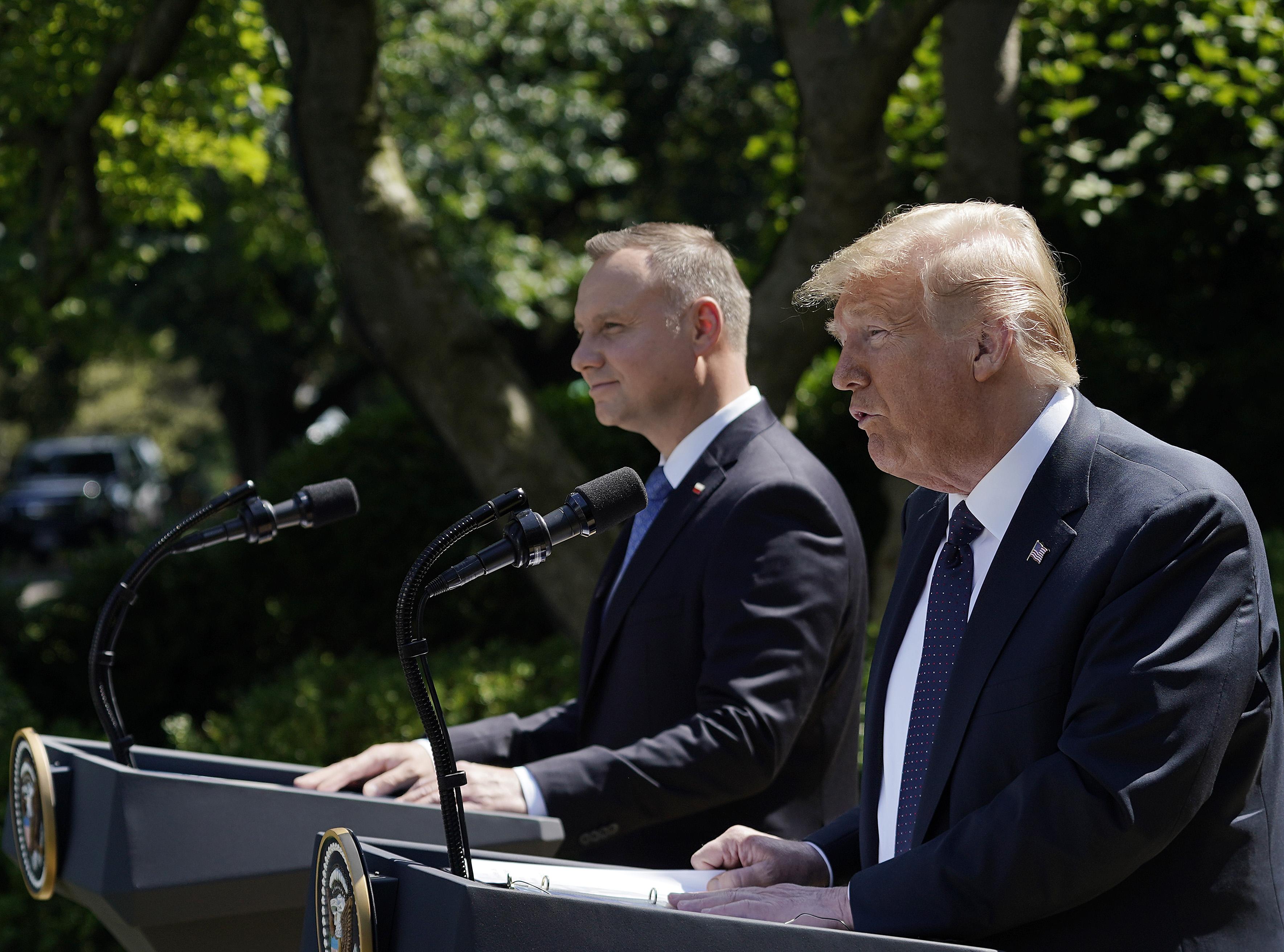 """Donald Trump, alături de Andrzej Duda: Trupe americane vor fi """"probabil"""" transferate din Germania în Polonia"""