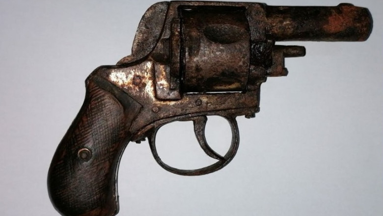 revolver ruginit vândut ca piesă de muzeu