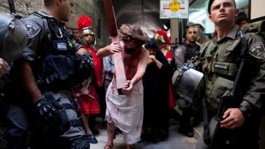 creştini ortodocşi în Ierusalim, Isus înconjurat de poliţişti israelieni