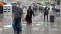 pasageri cu masca in aeroport