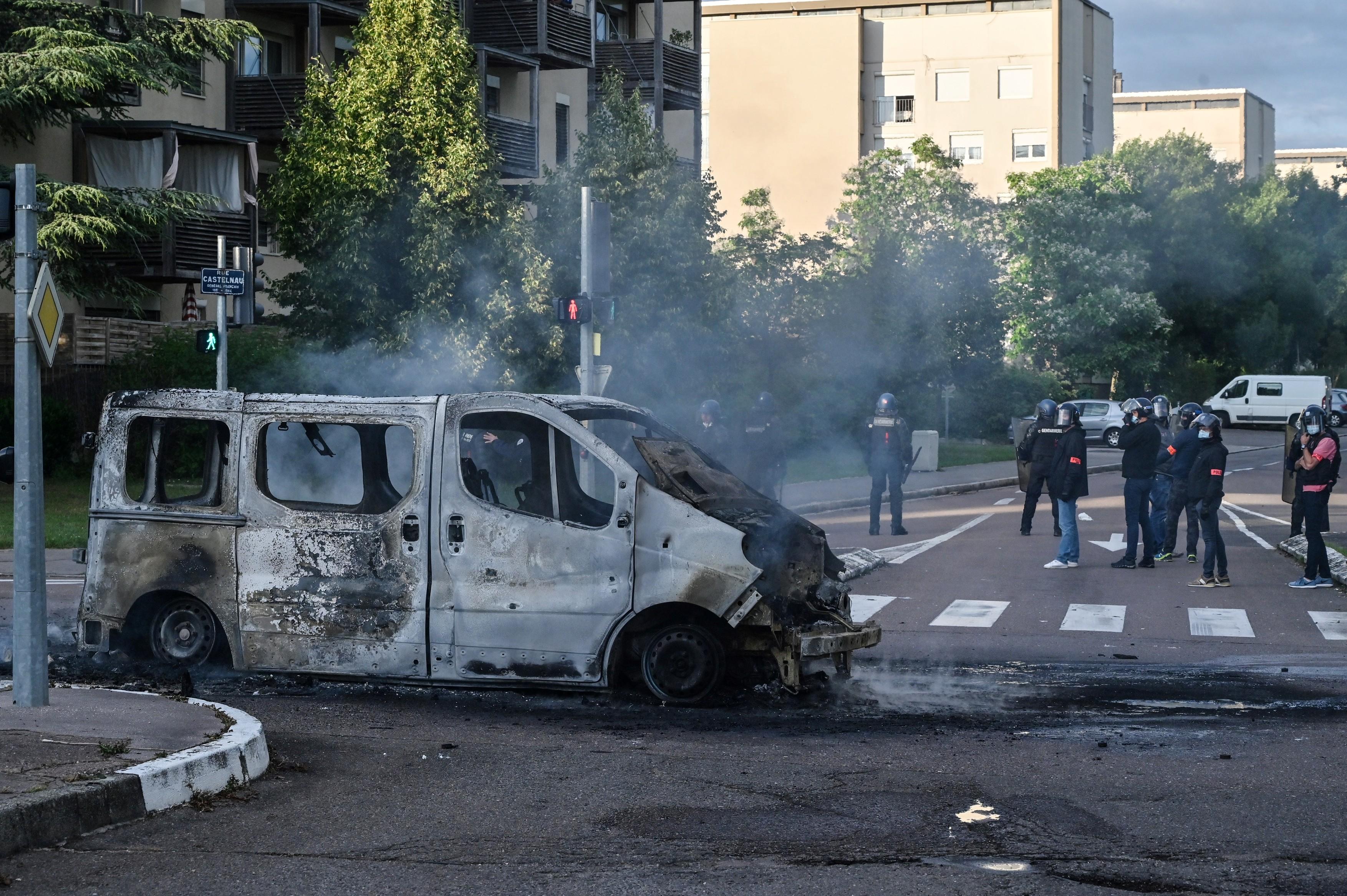Arestări şi arme confiscate după violenţele din Franța în care au fost implicaţi membri ai comunității cecene