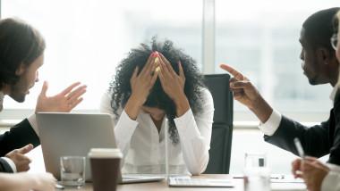 Unul din doi angajați români recunoaște că gândurile neîncetate despre COVID-19 au făcut ca starea lor psihică să aibă de suferit