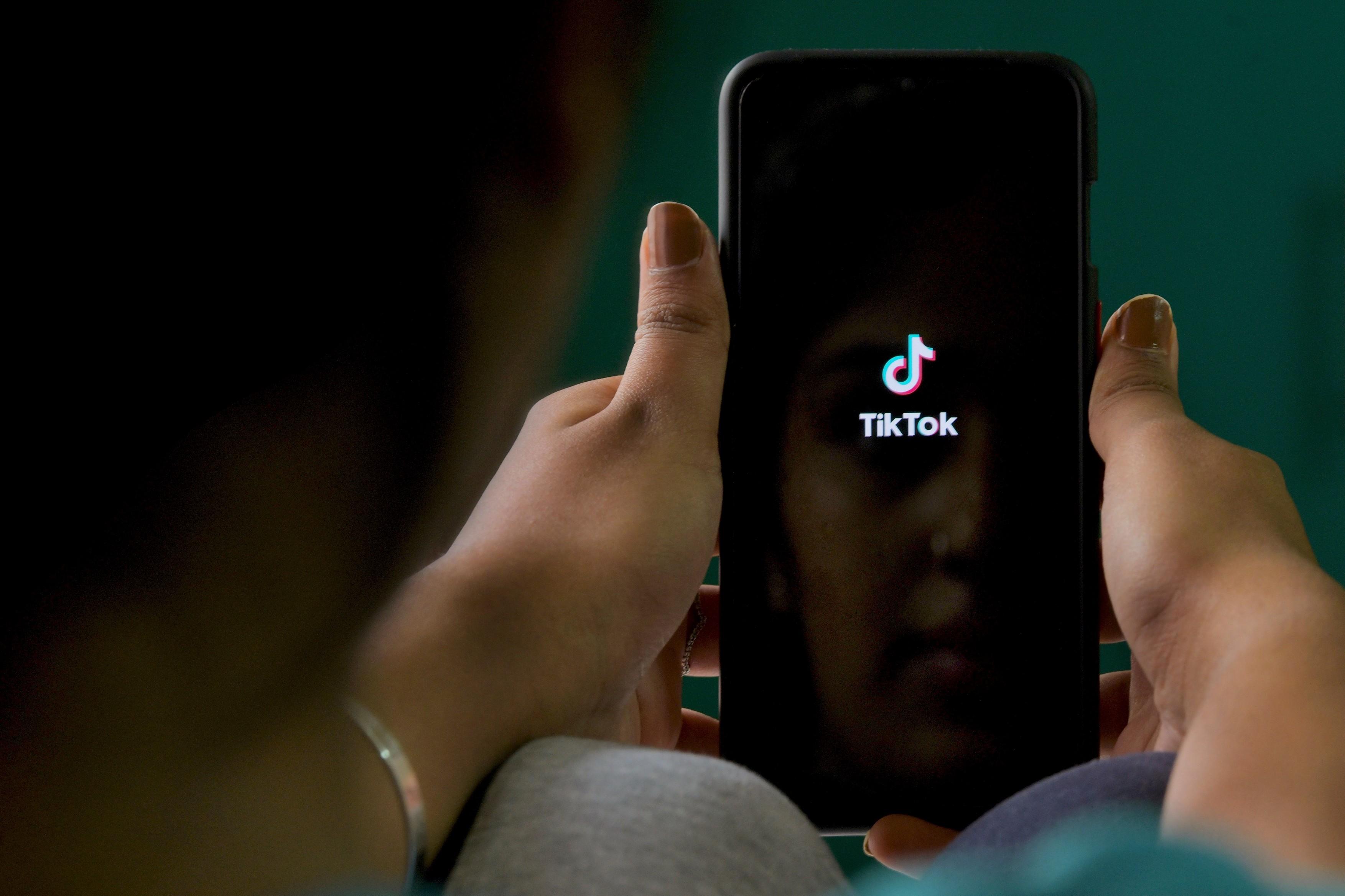Senatul SUA a votat interzicerea TikTok pe telefoanele guvernului si ale membrilor Congresului