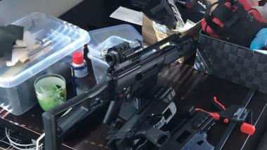 Un bărbat din Timis confecţiona arme cu ajutorul unei imprimante 3D