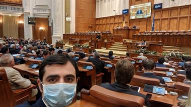 claudiu-nasui-selfie-parlament
