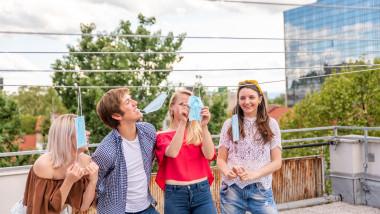 Tinerii se distreaza organizand petreceri COVID, in Alabama