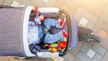 cărucior bebeluș