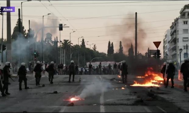 Ciocniri in fata Parlamentului de la Atena. Ce-i nemultumeste pe protestatarii greci