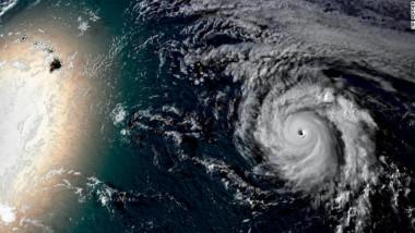 Uraganul Douglas, pe cale sa loveasca Hawaii