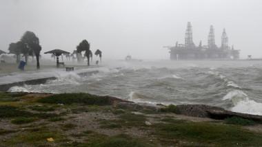 Două uragane amenință SUA și Insulele Caraibe. Furtuna tropicală Hanna a lovit deja statul Texas