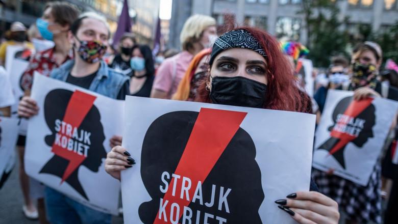 Polonia se va retrage din tratatul european privind violenţa împotriva femeilor. Mii de persoane au protestat față de această decizie