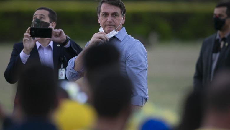 Jair Bolsonaro cu susținătorii săi