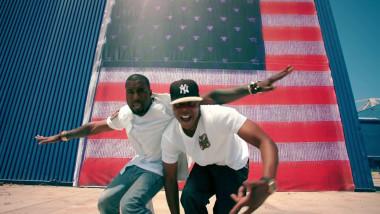 "Kanye West și Jay-Z în timpul videoclipului ""Otis"""