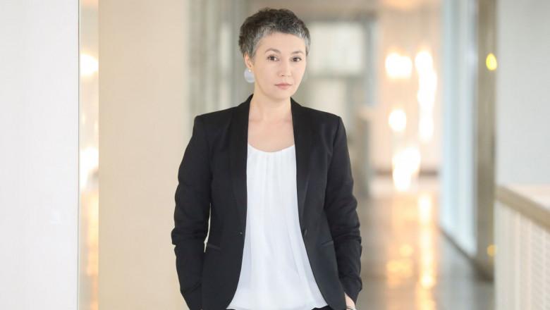 cover story Elena Tanase