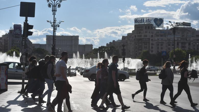 Peste 1.700 de infectări cu coronavirus au fost raportate în ultimele 24 de ore în România, ceea ce reprezintă un nou record negativ al evoluției pandemiei