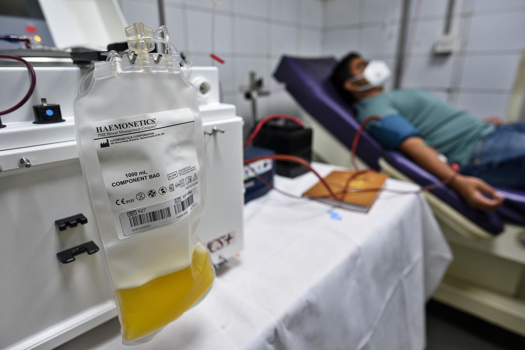 Statul schimbă regulile pentru pacienții vindecați de covid care vor să doneze plasmă
