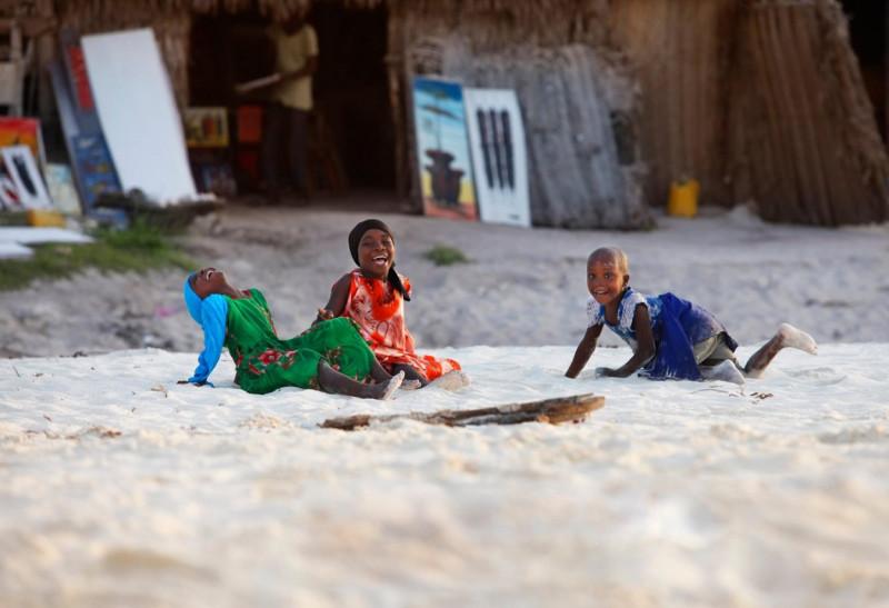 copii fericiti in zanzibar