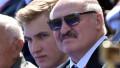 Aleksandr Lukașenko și fiul său Nikolai, considerat posibilul succesor, la parada de Ziua Victorie de la Moscova, din 24 iunie