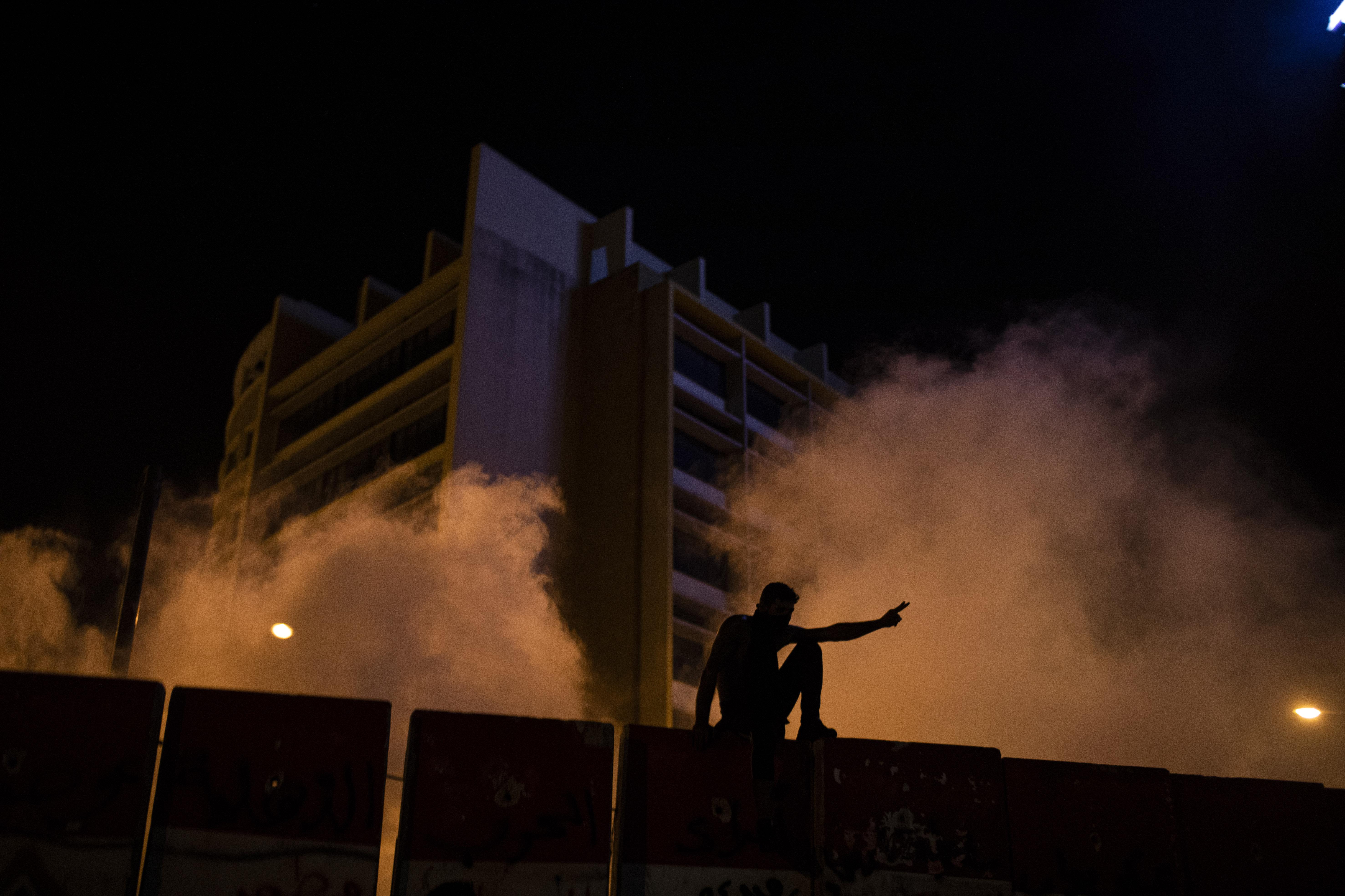 Proteste antiguvernamentale la Beirut. Manifestantii au vandalizat magazinele, iar fortele de ordine au ripostat cu gaze lacrimogene