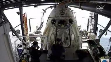 capsula crew dragon scoasa din apa