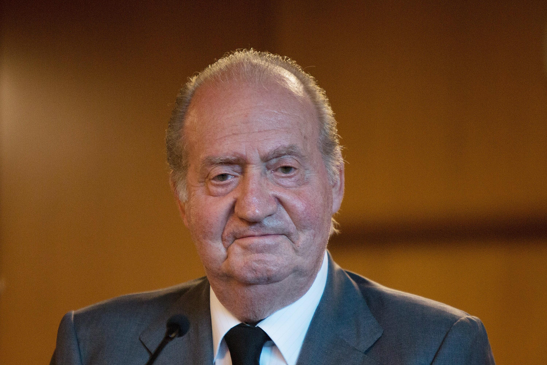 Fostul rege Juan Carlos al Spaniei paraseste definitiv tara in contextul acuzatiilor de coruptie