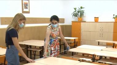 Directoarea unui liceu din Capitală arată cum ar trebui să se facă distanțarea fizică într-o clasă