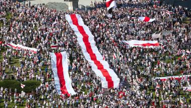 """Protestatarii se adună în Piața Eroilor din Minsk duminică, 16 august 2020, pentru """"Marșul libertății"""", cel mai amplu miting împotriva realegerii președintelui Aleksandr Lukașenko"""