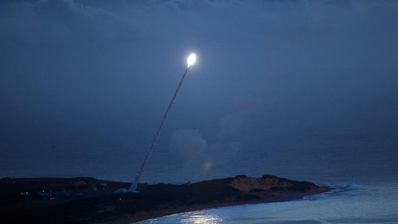 rachetă lansată de pe țărm