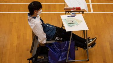 Elev la examen în Hong Kong