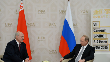 Vladimir Putin (dr) și Aleksandr Lukașenko