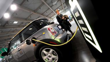 În primele 7 luni, piața auto a scăzut cu 34%, dar mașinile electrice au crescut cu 53%