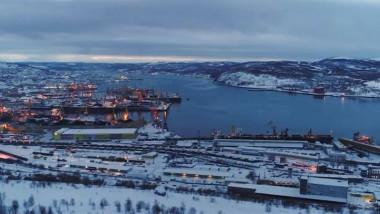 Se duce o luptă silențioasă, dar dură în această perioadă pentru supremația asupra zonelor din Arctică, bogate în hidrocarburi și de o importanță strategică imensă.