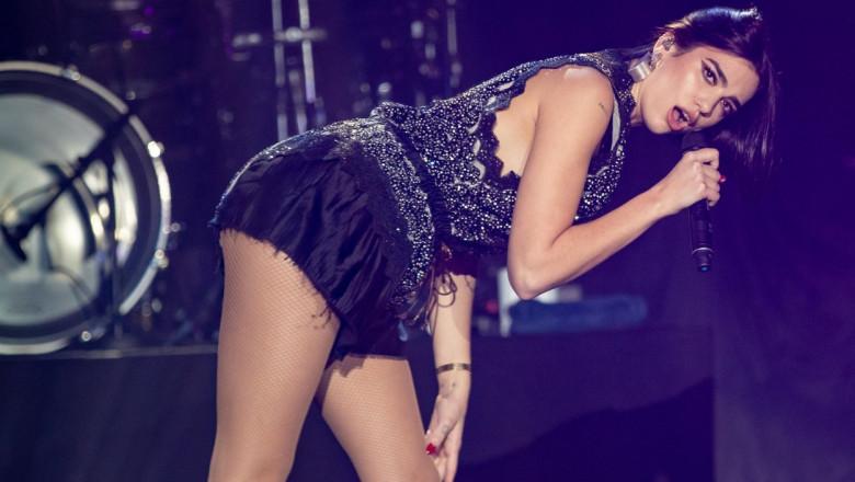 Dua Lipa, pe scenă, la Londra