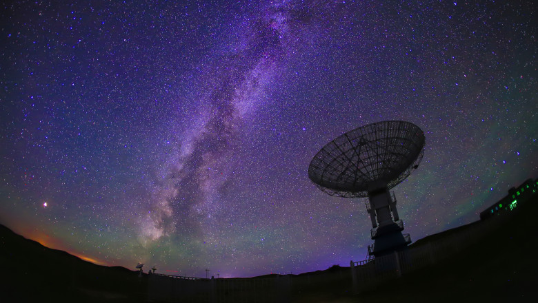 semanl radio telescop spatiu