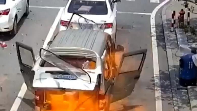 explozie microbuz